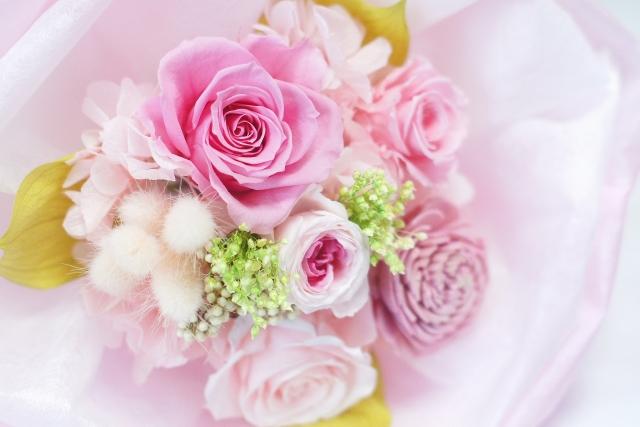 バラの花を贈る