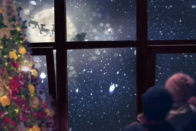 窓から月の光が差し込んでいる