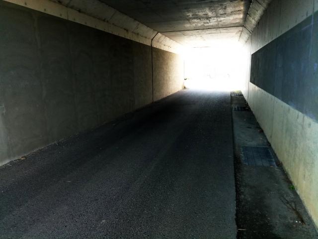 地下道で出口が見つかる