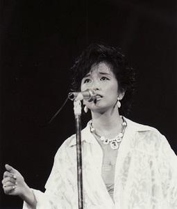 石川優子02-H300