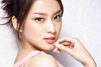 ジャパンネット銀行CMのカンフー美女の名前は?太極拳の腕前と鼻の頭が可愛い!