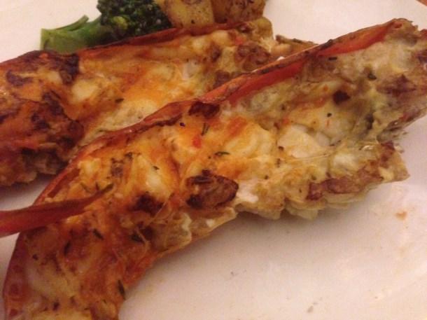 Gamberoni Grigliati con aglio e pepe , e contorno di verdure grigliate
