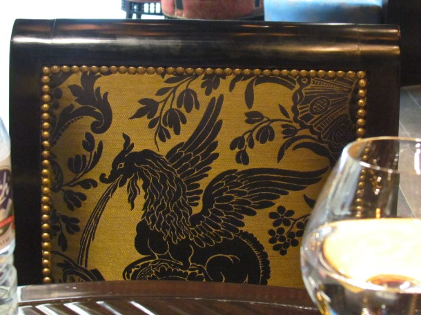More Oriental themes on the furnishings