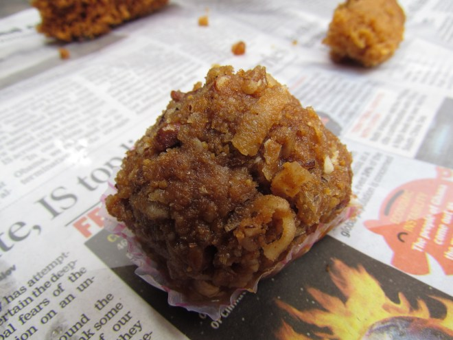 Gond Ka laddoo with singhare Ka atta
