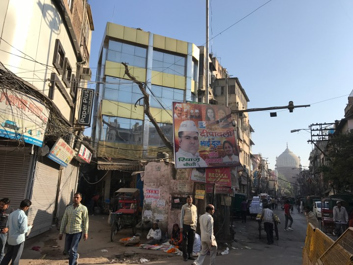 A lane on left of this tall building - straight is Jama masjid