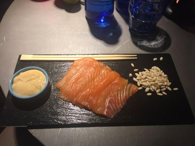 la barra tapas bar sashimi de salmón