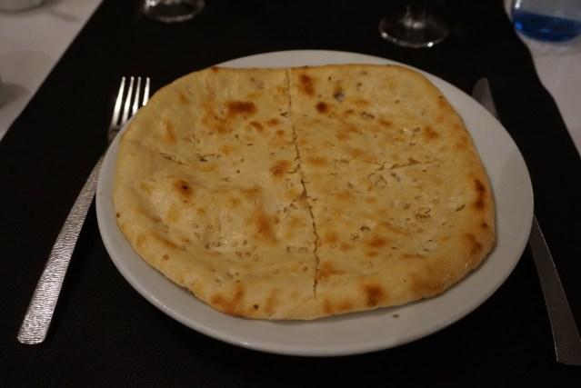 restaurante sitar garlic naan