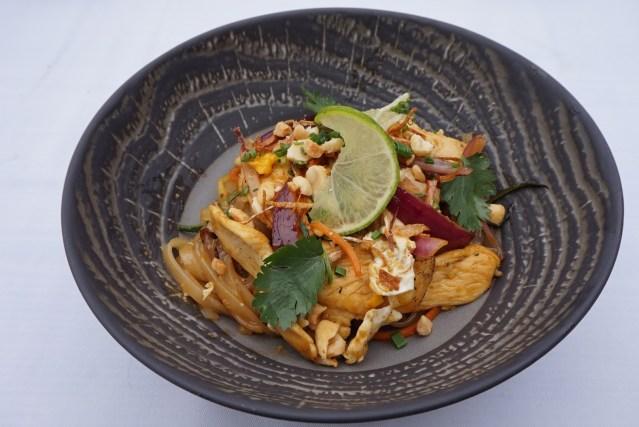 restaurante pacha barcelona chicken pad thai