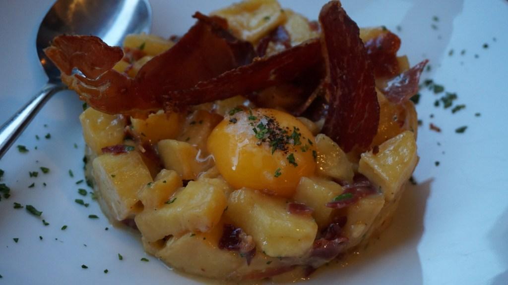 el catala restaurant Huevos estrellados con jamón ibérico