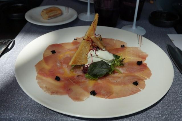 Bouquet Restaurante Carpaccio de Atún Rojo con sorbete de Wasabi y vinagreta de cítricos con pan brioche tostado con sésamo