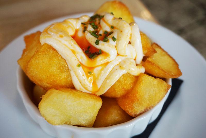 el guindilla born patatas bravas