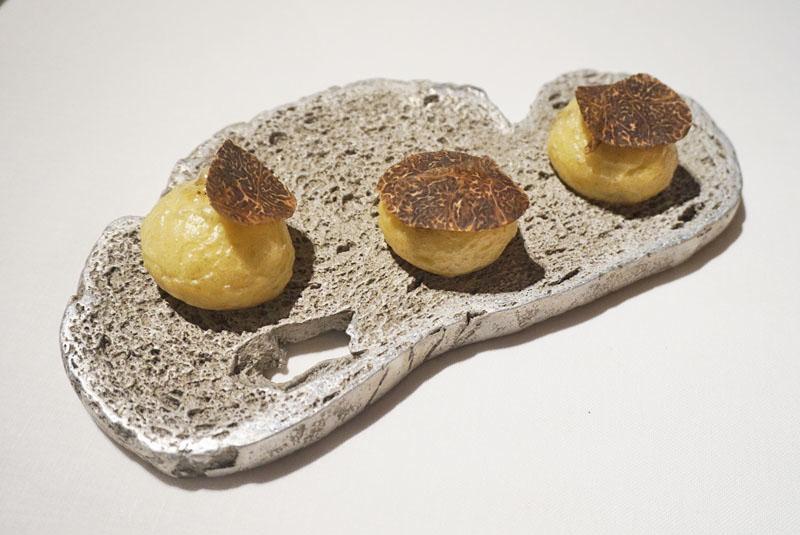 Brioche de boletus edulis, entrante del Menú Degustación 2018 de El Celler de Can Roca.