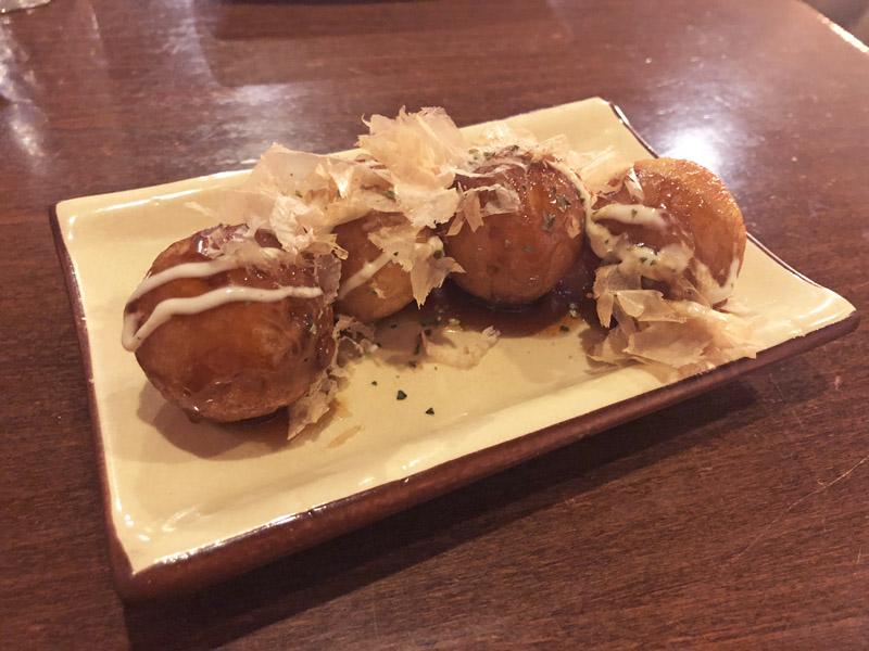 Con precio asequible para romper idea de japonés es caro y hacerles conocer que comida japonesa cotidiana es sencilla y no cara.