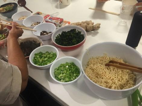cómo hacer ramen cebollino wakame