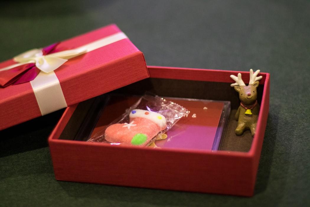 free-stationery-makebox-kits