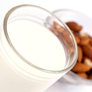protein-smoothies-almond-milk
