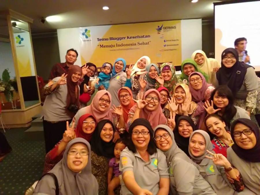 Foto bersama Blogger dan Kementrian Kesehatan RI. Image by tongsis dan kamera Buncha :D
