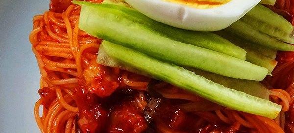 bibimmyeon nouilles piquantes froides au kimchi
