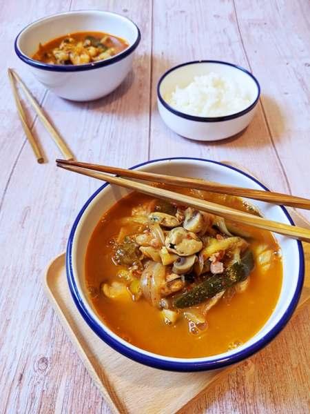 plats de jjammbong avec du riz