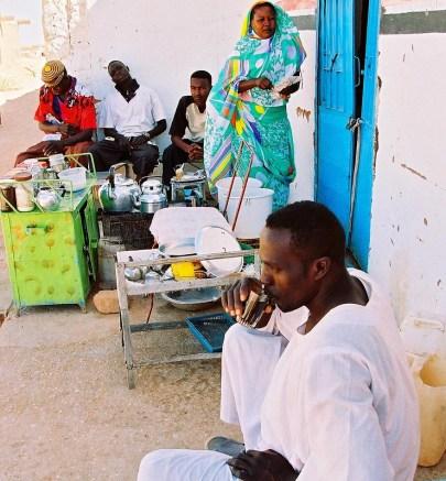Yuri Martins Fontes / Sudão-2007 / Wadi-Halfa: Banca de tchai -- o chá preto -- bebida típica de árabes, turcos e indianos