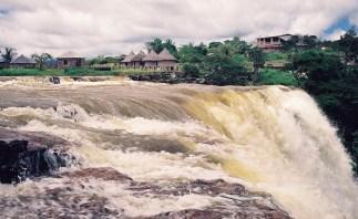 Yuri Martins Fontes / Venezuela-2002 / Kamameru: Cachoeira em aldeia indígena do norte amazônico