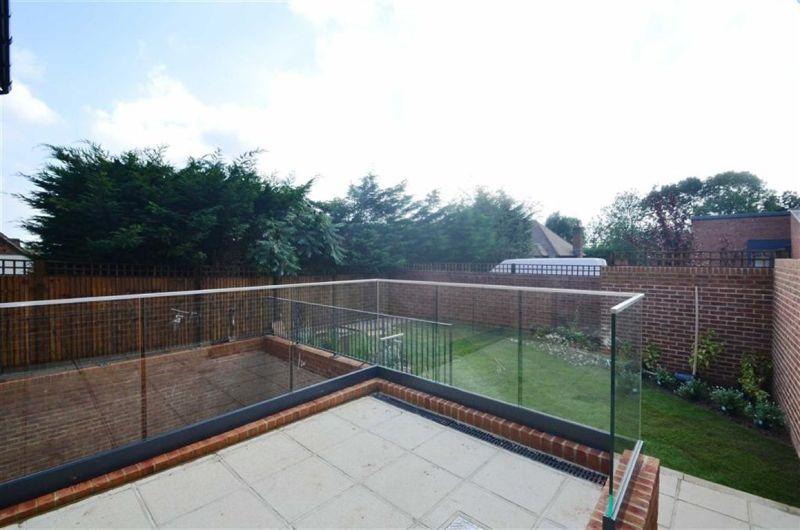 Garden photo of private house in Chislehurst Rd