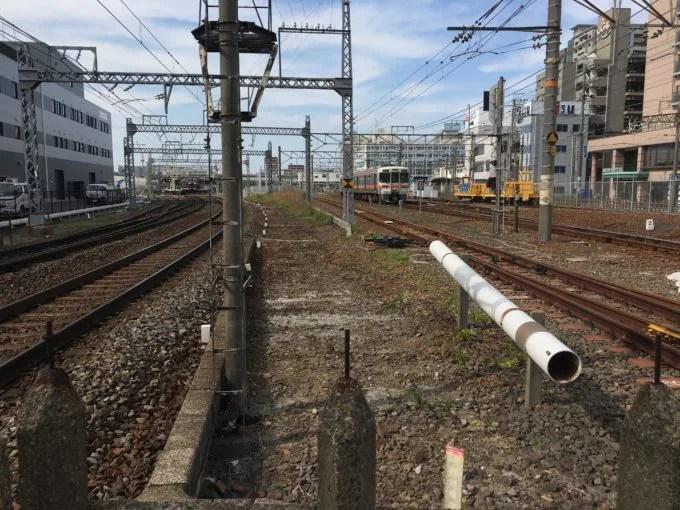 桑名の3つの線路幅の集まる踏切JR側
