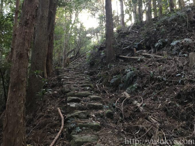 大烏帽子山平見ルートの石畳階段