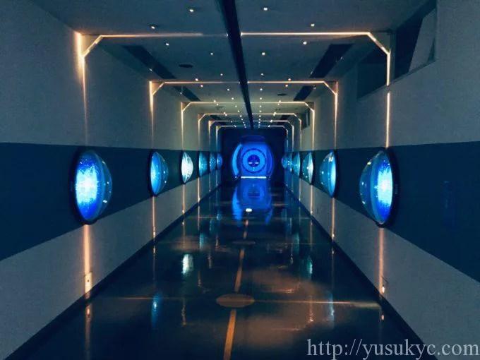 川越電力館テラ46の宇宙のような入口