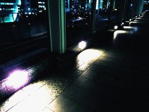 浜松町の歩道橋のライト
