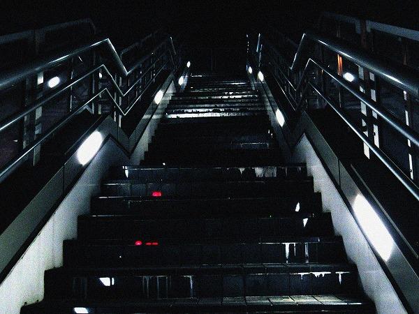 浜松町の歩道橋の階段2