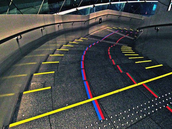 六本木ヒルズの下り階段