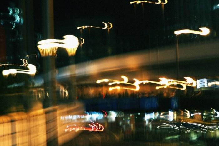 歩道橋のライト