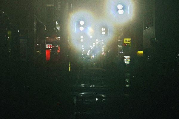ぼやける街灯