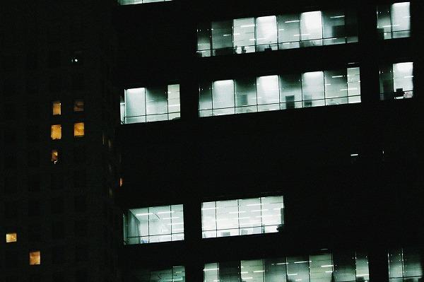 夜のビル街2