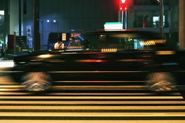 半透明のタクシー