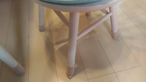 椅子の靴下