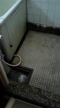 既存のお風呂の排水部分