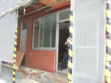ビルの塗装工事と同時工事経費節減ちょっとせまい