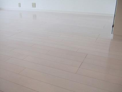 パナソニックグレンホワイトの床施工しました