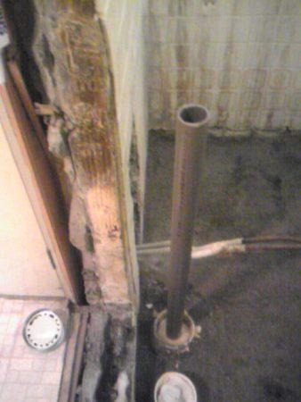 テラスハウスの2階の浴室解体しました