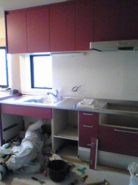 システムキッチン施工中