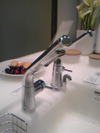 水ほうき水栓と浄水栓TOTOクラッソクリスタルカウンター