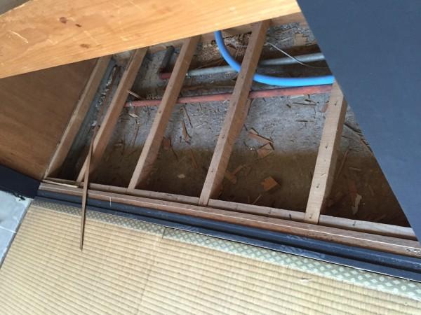 今回のリフォームポイント給水管引き換え。既存配管殺して樹脂のポリブデン管で引き換え