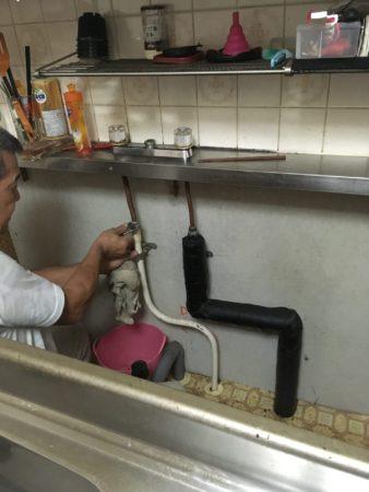 水栓交換のとき流し台外します