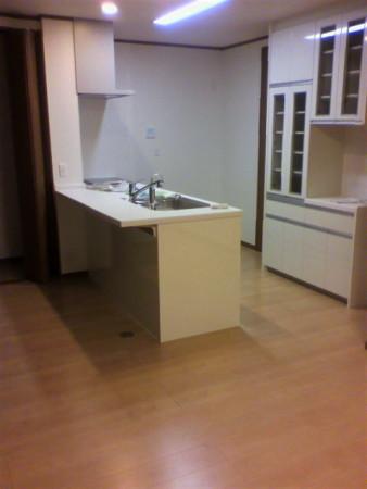 壁を取ってキッチン設置対面になりました