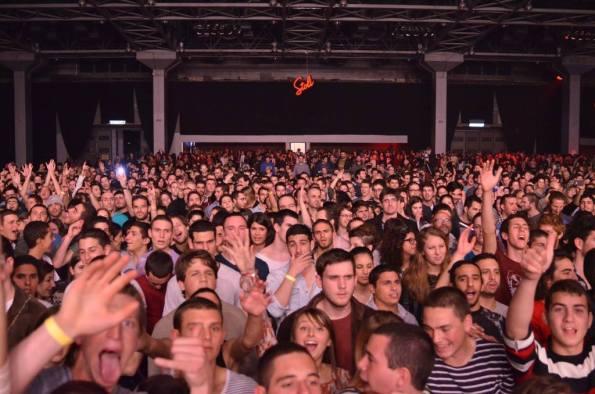 קהל ישראלי המצפה להופעות. צילום: יובל אראל