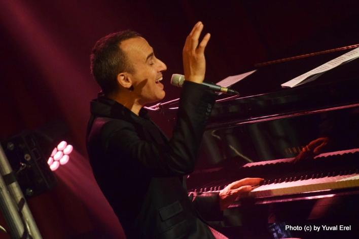 אסף על הפסנתר בפסטיבל הפסנתר. צילום: יובל אראל