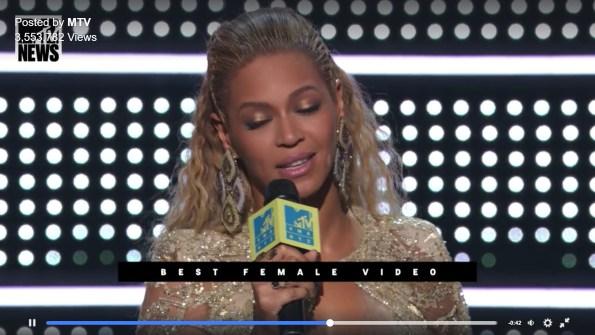 ריהאנה בטקס MTV. צילומסך