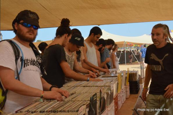 שוק התקליטים באינדינגב. צילום: אדוה אראל